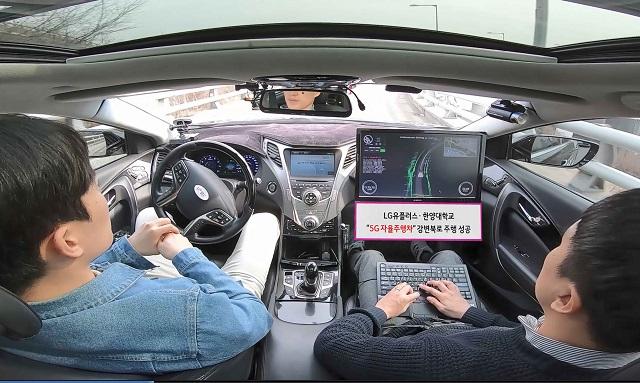 전세계적으로 커넥티드카 및 자율주행차 개발이 빠르게 진행되고 있다. 이 기반에는 텔레매틱스 기술이 깔려 있다.(사진은 지난 2019년 LG유플러스가 5G 자율주행차 시연 현장, 출처: LG유플러스)